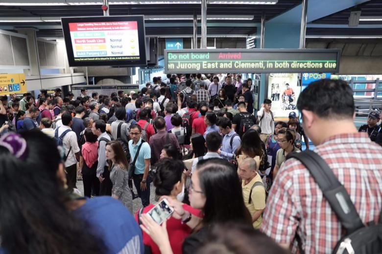 A fault in a track point disrupted rush-hour services on the East-West Line on Sep 19, 2018. PHOTO: ST FILE